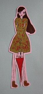 Маnekenka Aleksandra u kišnoj kabanici,prostorni rad na papiru-kolaž